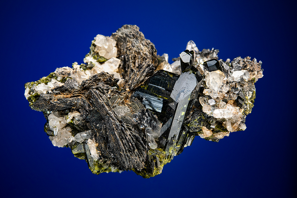 EPIDOTE with MAGNETITE