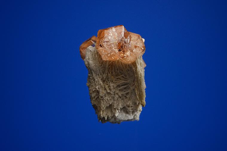 GROSSULAR var. Hessonite on DIOPSIDE